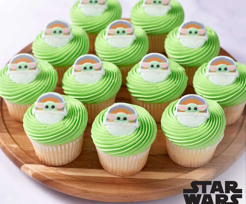 Star Wars™ The Mandalorian The Child Cupcake with Rings
